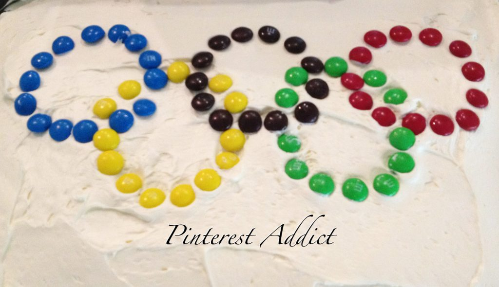 Olympic rings cake - Olympics themed birthday party - get more ideas on the blog!