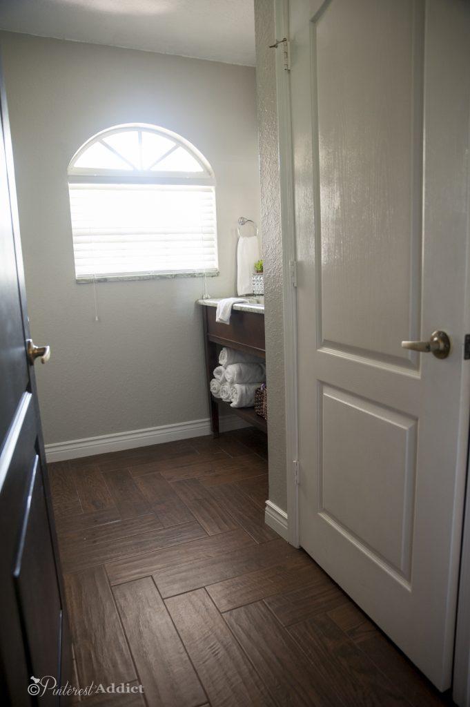 Guest bathroom - View from door
